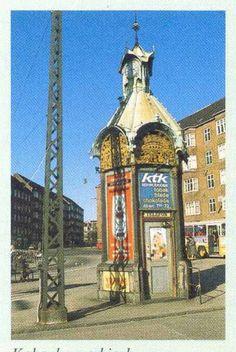 Telefonkiosken på Toftegårds Plads, ca 1980. Valby Lokalarkiv.