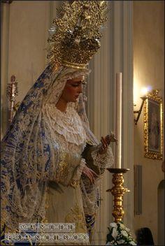 Besamanos Extraordinario de la Virgen de las Angustias por el 25 Aniversario de su Coronación Canónica. Sevilla 2013. Fotografía Lito Álvarez Ruiz