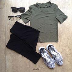 Leggins Negro básico de tiro alto Tenis estampado (deportivo) Croptop básico (Mockneck, verde) Gafas de sol Gafas para formula