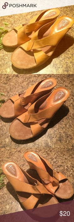 ✨Sale✨Clarks Artisan Beige BOHO Leather Sandal 8M Clarks Artisan Beige - Tan - Sandalwood color Leather Heeled Sandals. Super cute !! Size 8. Authentic & Collectable. Excellent condition w minimal wear. Please see pics. Super comfy looks awesome w shorts !! Great deal !! Clarks Shoes Mules & Clogs