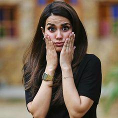 Cute Girl Poses, Cute Girl Photo, Cute Girls, Muslim Couple Photography, Girl Photography Poses, Pakistani Dresses Casual, Indian Fashion Dresses, Pakistani Girl, Pakistani Actress