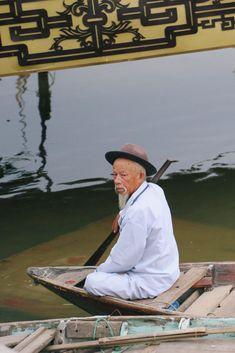 Hoi An Vietnam - Life Abundant Blog, Hoi An Vietnam, Best places to visit in Hoi An Vietnam, Hoi An Photography, Hoi An Vietnam Travel Tips, Vietnamese man, Hoi An boat, Vietnamese man on boat