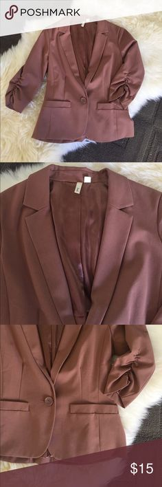 Caramel/mauve 3/4 sleeve blazer. Like new. A fun spin on a classic blazer with a fresh perfect-for-fall color and 3/4 length ruched sleeves. This blazer is incredibly comfortable and easy to dress up with sleek pants or dress down with denim. The material is flexible with a slight stretch. This size small fits like a xs-s. Frenchi Jackets & Coats Blazers