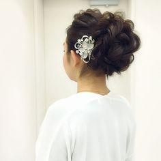 今日のスタッフアレンジ ブライダルヘアの王道カールアップカールアップはカールのバランスにとにかくこだわっているのです  #ヘアセット #ヘアメイク #ヘアスタイル #ヘアアレンジ #銀座#美容師 #ウェディング#ブライダル #ファッション#ネイル #結婚式#プレ花嫁#花嫁#成人式#前撮り#卒業式 #hair#hairdo#hairstyle#hairstylist#wedding#weddinghair#bride#bridehair#bridal#braids#updo#upstyle by tmy_o3.pugmi