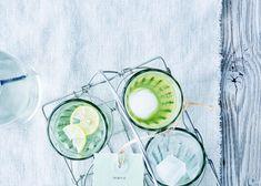 Nu de tijd officieel weer aangebroken is dat we buiten op ons terras van de zon kunnen genieten, wordt het hoog tijd dat we alvast dé aperitief van 2017 met jou delen. Aanschouw de Martini iced tea, kwestie van dat je in stijl de eerste échte zonnestralen kan verwelkomen.
