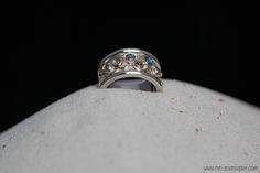 Zilveren trouwring met labradoriet | Silver wedding ring with labradorite Wedding Engagement, Wedding Rings, Engagement Rings, Tungsten Wedding Bands, Celtic Knot, Handmade Jewelry, Jewellery, Color, Enagement Rings