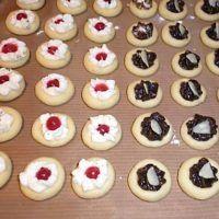 Recept : Rychlé koláčky | ReceptyOnLine.cz - kuchařka, recepty a inspirace Czech Recipes, Russian Recipes, Christmas Goodies, Christmas Baking, Meringue Cookies, Macaroons, Mini Cupcakes, Tiramisu, Cake Recipes
