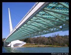Sundial glass bridge (Redding, California)