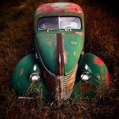 Rust in Peace Vintage Trucks, Old Trucks, Automobile, Pompe A Essence, Rust In Peace, Rusty Cars, Abandoned Cars, Abandoned Places, Abandoned Vehicles