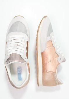 Diese Freizeitschuhe erfreuen dich mit ihrem trendigen Look. Pier One Sneaker low - milk/copper für 49,95 € (18.05.16) versandkostenfrei bei Zalando bestellen.