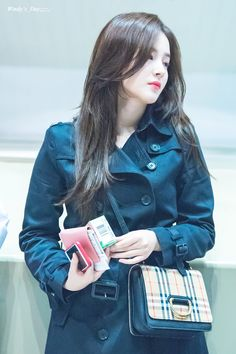 181107 Departure from GMP Airport Nancy Jewel Mcdonie, Nancy Momoland, Girls Trench Coat, Kpop Girl Bands, Japanese Love, Indian Bollywood Actress, Stylish Girl Pic, Abaya Fashion, Beautiful Person