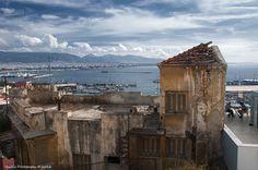 Harbor in Piraeus. Traditonal fish taverns among with luxury restaurants r located right down de small harbor. Piraeus, Attiki, Attica_ Greece