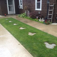 Mickey stepping stones You are in the right place about Disney Home Decor babies nursery Here we off Casa Disney, Disney Diy, Disney House, Disney Crafts, Front Yard Landscaping, Backyard Patio, Disney Garden, Disney Bedrooms, Disney Home Decor