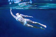 FOTOS: ¡Hiperrealismo! Pinturas de mujeres nadando bajo el agua – Publimetro