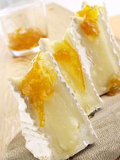Brie and Apricot Jelly. #mesadedoces
