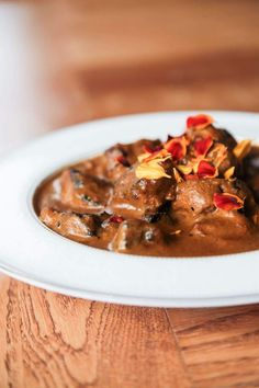 This super creamy curry with pork skewers brings together two of the best cuts of pork: tenderloin and belly, coated in a fragrant, silky sauce. Pork Skewers, Pork Recipes, Chili, Berries, Curry, Spices, Soup, Ethnic Recipes, Curries