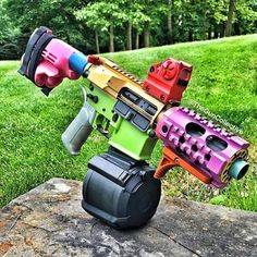 They needed to paint the Magpul drum mag. Weapons Guns, Airsoft Guns, Guns And Ammo, Glock Guns, Zombie Weapons, Paintball, Armas Ninja, Custom Guns, Military Guns