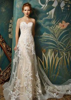 Wedding dress shop in Dubai & Lebanon for bridal gowns & evening dresses. Collections from the top wedding dress designers & bridal couture. Wedding Dress Pictures, Wedding Bridesmaid Dresses, Bridal Dresses, Wedding Gowns, Ivory Wedding, Fairytale Wedding Dresses, Colorful Wedding Dresses, Party Wedding, Wedding Dress Illusion Back