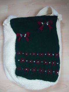 fraukmacht.blogspot.de: Wolltasche Christmas Stockings, Holiday Decor, Home Decor, Wrapping Gifts, Christmas Time, Crafting, Needlepoint Christmas Stockings, Decoration Home, Room Decor