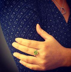 Notre belle Thuy-Anh a eu un coup de coeur sur ce Péridot... Et on la comprend !   #juwelo #peridot #ring #bluedress #cutie #jewelerygram #jewelryaddict #gold #pierreprecieuse #gemmes #bijoux #bijou #bague