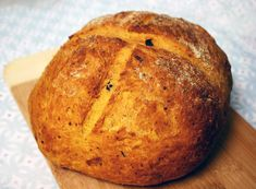 Tomato Basil Roasted Garlic Bread by Perdriau Budkewitsch Amish Donuts Recipe, Donut Recipes, Bread Recipes, Baking Recipes, Scone Recipes, Savoury Recipes, Tomato Bread, Herb Bread, Garlic Bread