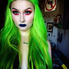 I wish it was fall. All this heat and all this hair do not work well together Baby Necklace from @bettybonesco  Lips are @lasplashcosmetics Sirius Extensions are @vpfashion 613A colored with @pravana Neon Green #isitfallyet #slimey #bettybones #lasplashcosmetics #vpfashion #pravana