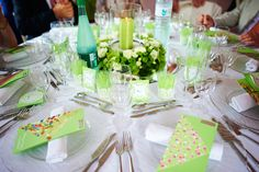 The green table at my wedding (10 different colours for 10 tables) #multicolor wedding