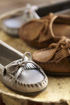 Site officiel de Minnetonka   mocassins, bottes et bottines à franges  d nspiration indienne - Minnetonka e0caf9886e83