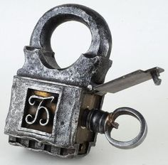 Keyed from the side padlock