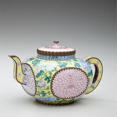Chinese culture is steeped in the tea tradition. This teapot from the Qing dynasty (1644–1912) features a chrysanthemum, a symbol of longevity.