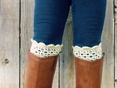 This pattern incorporates the V stitch and a scalloped edge for a cute, textured boot cuff.