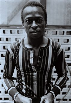 This shirt would look so cool with a modern update and in bold colors - Miles Davis Miles Davis, Jazz Artists, Jazz Musicians, Music Artists, Sound Of Music, My Music, Music Life, Jazz Blues, Black N White Images