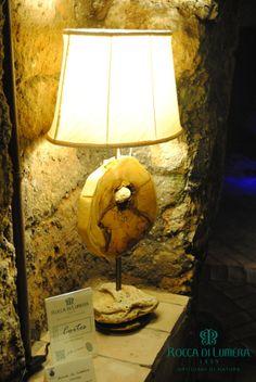 Cortes - Legno di Limone siciliano rifinito con cere naturali. Paralume realizzato a mano.