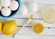 Ingredientes: Solo necesitarás claras de huevo, miel y limón. Beneficios: El jugo del limón te ayudará a aclarar cualquier mancha oscura causada por acné o hiperpigmentación. También tiene propiedades antibacteriales que ayudarán a combatir el acné. Adicionalmente eliminará las células muertas de la piel, dándole así un brillo singular.Las claras de huevo harán tu piel más firme y ayudarán a cerrar tus poros. La miel es buena como hidratante natural.Sigue la receta paso por paso aquí.