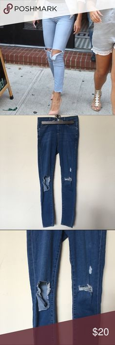 """Topshop Moto Leigh Destroyed Jeans d e s c r i p t i o n  Nail the destroyed look with these jeans from Topshop. So soft and stretchy, these jeans rank pretty high on the comfort scale. Offers welcome!  c o n t e n t  90% cotton 