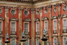 Fenster am Neuen Palais in Potsdam wurden mit weisser Standölfarbe gestrichen. Momentan das Beste, das der Markt bietet. Kreidezeit Standölfarben.