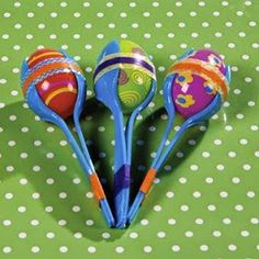 Shake things up with these Easter egg crafts. For kids, these plastic egg maracas are a fun way to make a little noise and for parents, there is no worry . Plastic Easter Eggs, Easter Egg Crafts, Plastic Egg Crafts For Kids, Older Kids Crafts, Diy With Kids, Wie Macht Man, Plastic Spoons, Operation Christmas Child, Spring Crafts