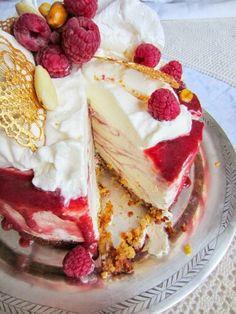 Jäätynyt Runeberg. Raspberry ice cream cake.