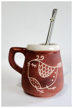Yerba Mate Gourd - All You Need To Know Before Making a Purchase Pottery Mugs, Ceramic Pottery, Cerámica Ideas, Clay Mugs, Yerba Mate, Bubble Art, Sgraffito, Pottery Designs, Ceramic Painting
