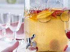 SANGRIA BLANCHE (Pour 6 P : 1 mangue, 12 fraises, 1 orange, 2 citrons verts, 125 g de framboises (1 barquette), 1 bouteille de vin blanc sec, 10 cl de Grand Marnier ou Cointreau, 5 cl de sirop de sucre de canne) Cocktails Vin, Sangria Punch, Tequila Sunrise, Grand Marnier, Mason Jars, Alcoholic Drinks, Restaurant, Mugs, Tableware