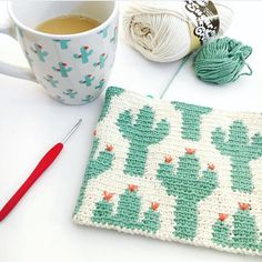 Cactus Zipper Pouch Cactus Zipper Pouch The Cactus Zipper pouch is crocheted using the modified single crochet stitch for tapestry crochet which creates straight vertical lines of stitches. You can learn how to do th… Tapestry Crochet Patterns, Crochet Purse Patterns, Crochet Pouch, Crochet Diy, Tunisian Crochet, Crochet Purses, Filet Crochet, Crochet Gifts, Crochet Stitches