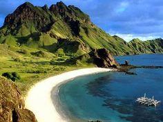 Pulau Merah Banyuwangi, Tempat Asyik Untuk Surfer Pemula
