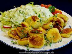 Burgenländischen Kartoffelsterz mit Salat und grüner Salatsoße, vegan