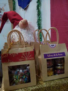 Nuestro Papa Noel os muestras las bolsitas detalle de Bawaca. La mejor opción para amigo invisible! www.bawaca.com