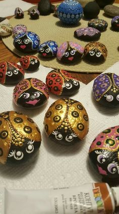 Super cute painted ladybugs, garden decor, gift idea,decoration Sold as a set of two Lady Bug Painted Rocks, Painted River Rocks, Mandala Painted Rocks, Painted Rocks Craft, Hand Painted Rocks, Painted Stones, Dot Art Painting, Pebble Painting, Pebble Art
