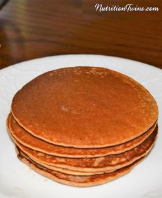 Moist & Delicious Banana Pancakes Over the years, we've found that roughly half of all of our clients want something sweet at breakfast. And these twin sister… Healthy Flapjack, Nutrition Tips, Fitness Nutrition, Nutrition Pyramid, Nutrition Chart, Nutrition Quotes, Nutrition Month, Nutrition Activities, Holistic Nutrition