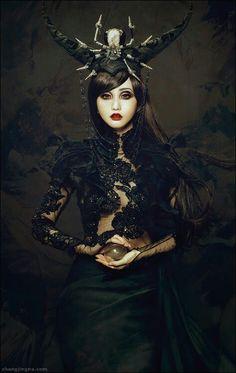 Jingna Zhang Fashion, Fine Art & Beauty Photography – Motherland Chronicles - Fantasy fine art portraits and underwater photography Gothic Mode, Dark Gothic, Gothic Art, Gothic Girls, Gothic Glam, Steampunk Mode, Gothic Steampunk, Victorian Gothic, Gothic Lolita