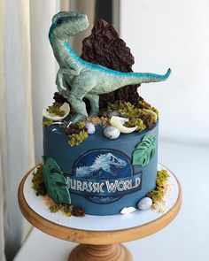 Dinosaur Cakes For Boys, Dinosaur Birthday Cakes, Funny Wedding Cake Toppers, Vintage Cake Toppers, Jurassic World Cake, Jurassic Park, Snowflake Wedding Cake, Birthday Party At Park, 5th Birthday