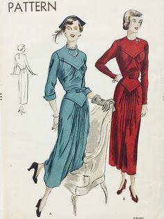 Vintage 1940s Vogue Dress Sewing Pattern 6593 Size 18 Bust 36 Uncut Factory Folds di MissKittiwake su Etsy https://www.etsy.com/it/listing/249448540/vintage-1940s-vogue-dress-sewing-pattern