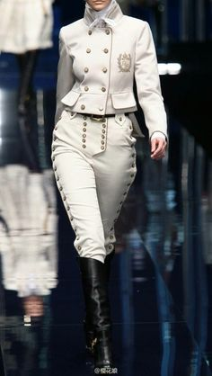 Delta On! it& the masculine uniform of the white house. I know it& a girl but p . Delta On! it& the masculine uniform of the white house. I know it& a girl but think it& for guys. (Masculine) Source by liropice. High Fashion, Womens Fashion, Character Outfits, Military Fashion, Military Suit, Look Cool, Costume Design, Cosplay, Style Inspiration